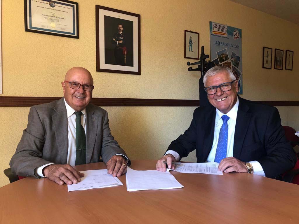 De izquierda a derecha el Presidente de FES, D. Mariano Agüero Martín y el Consejero Delegado del Grupo IBERSYS, D. José Antonio Grandío Cabo
